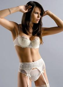 balconette-bra-sexy-model-03